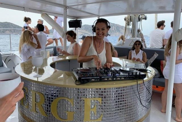 dj ibiza white
